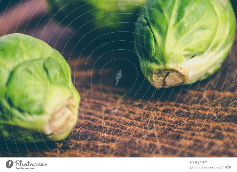 cabbage Food Nutrition Organic produce Vegetarian diet Diet Chopping board Fresh Brown Yellow Green To enjoy Raw Raw vegetables Colour photo Close-up Detail