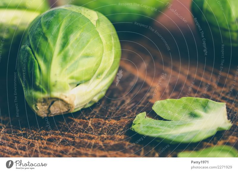 cabbage Food Vegetable Brussels sprouts Organic produce Vegetarian diet Diet Chopping board Fresh Brown Yellow Green To enjoy Nutrition Raw Raw vegetables