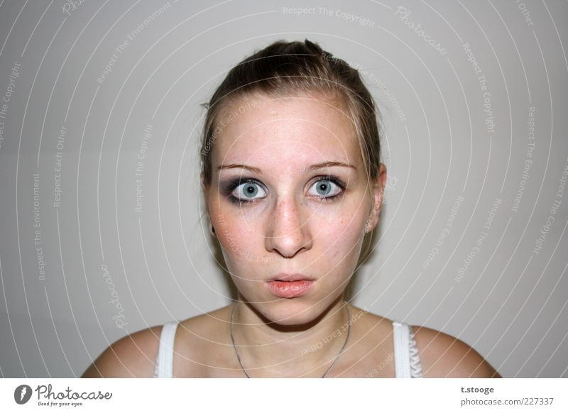 Human being Youth (Young adults) Face Feminine Hair and hairstyles Head Blonde Facial expression Ask Amazed Horror Face of a woman Impressive Scare Women's eyes