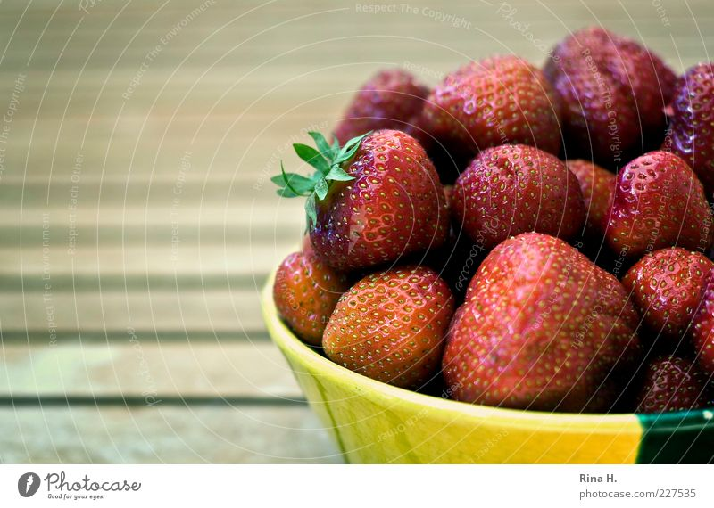 Red Summer Yellow Nutrition Healthy Fruit Fresh Sweet Many Appetite Delicious Organic produce Vitamin Bowl Strawberry Vegetarian diet