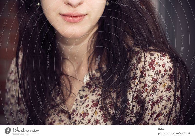 opposite. Human being Feminine Young woman Youth (Young adults) Mouth 1 18 - 30 years Adults Blouse Flowery pattern Earring Brunette Long-haired Smiling