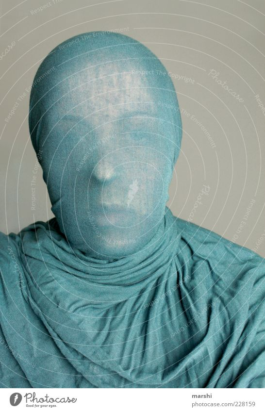 blueman Style Human being Masculine Feminine Head Face 1 Clothing Headscarf Blue Rag Anonymous Folds Invisible Colour photo Interior shot Envelop Wrinkles