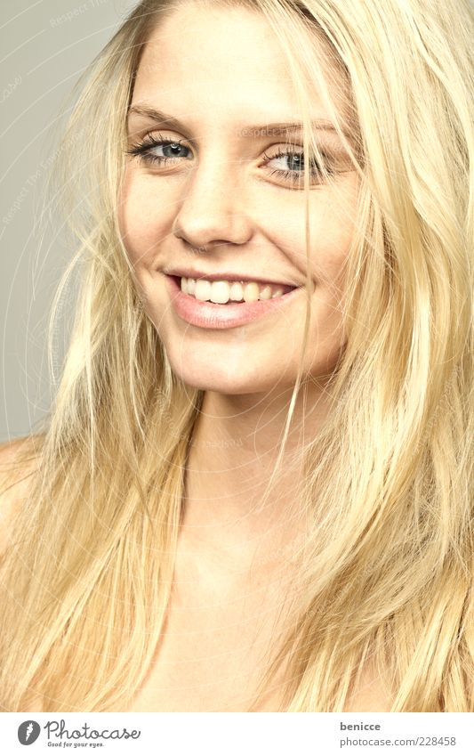 Woman Human being Beautiful Joy Hair and hairstyles Laughter Blonde Gold Gold Beauty Photography Cute Teeth Set of teeth Smiling Long-haired