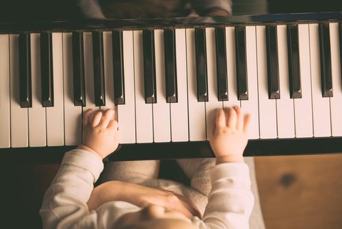 the right fingering Parenting Education Human being Child Baby Toddler Girl Boy (child) Parents Adults Mother Infancy Life 2 1 - 3 years Artist Youth culture