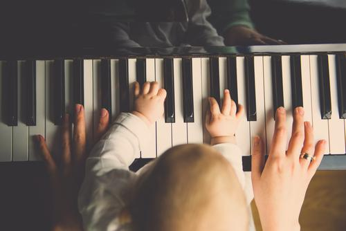 Child Human being Beautiful Hand Life Feminine Playing Leisure and hobbies Contentment Elegant Infancy Music Culture Study Baby Fingers