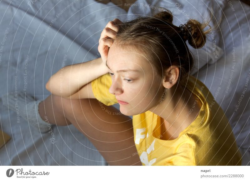 M#I Feminine Young woman Youth (Young adults) 1 Human being 13 - 18 years Think Sit Authentic Yellow Loneliness Disappointment Emotions Identity Dream Thought