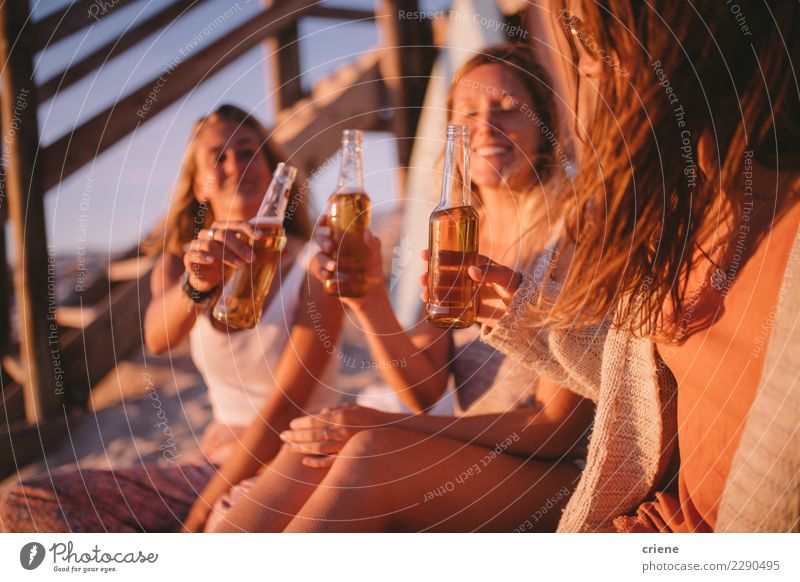 Young adult friends toasting with beer in sunset at the beach Beer Bottle Joy Happy Vacation & Travel Summer Beach Party Going out Feasts & Celebrations