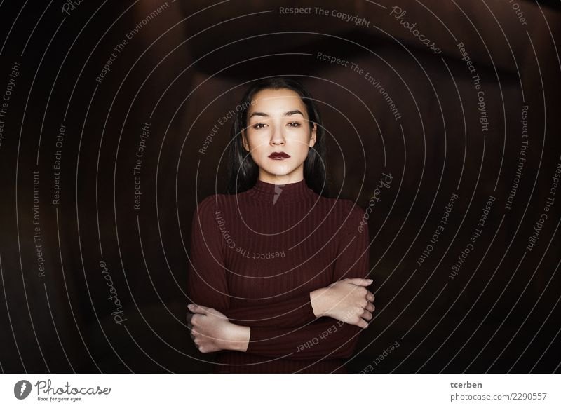 Portrait of woman with crossed arms and urban background Feminine Young woman Youth (Young adults) 1 Human being 18 - 30 years Adults Observe Embrace Aggression