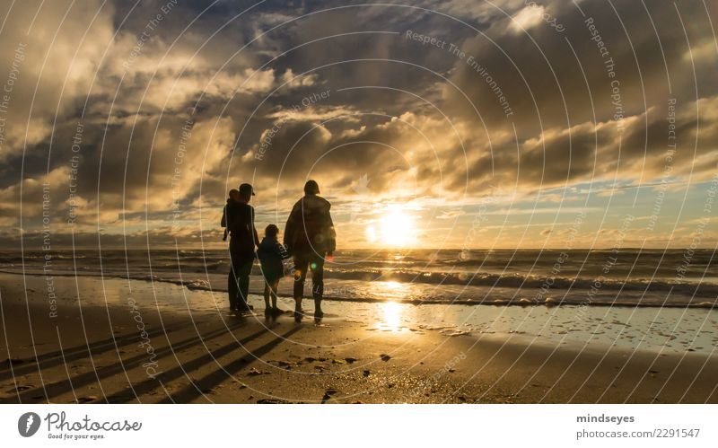 Family Human being Child Baby Woman Adults Man Family & Relations 4 0 - 12 months 3 - 8 years Infancy 30 - 45 years Water Sky Clouds Horizon Sunrise Sunset