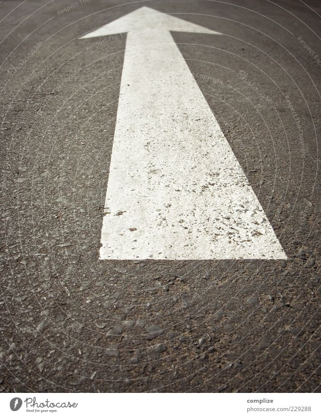 Street Floor covering Asphalt Infinity Sign Arrow Traffic infrastructure Tar Lane markings Right ahead Marker line