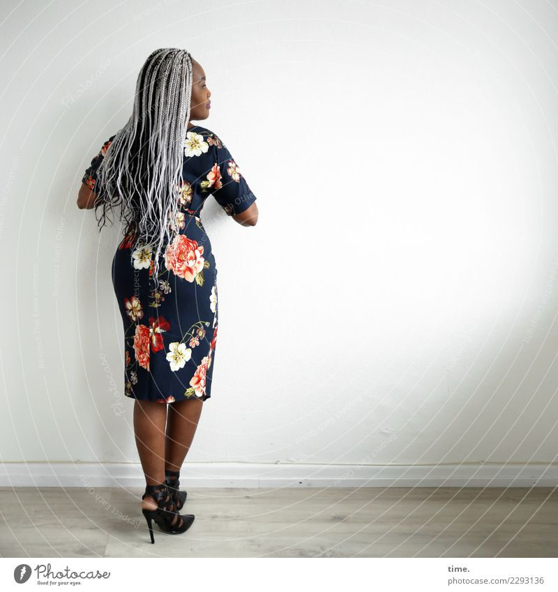 gené Room Feminine Woman Adults 1 Human being Dress High heels Hair and hairstyles Black-haired Gray-haired Long-haired Afro Observe Looking Stand Wait