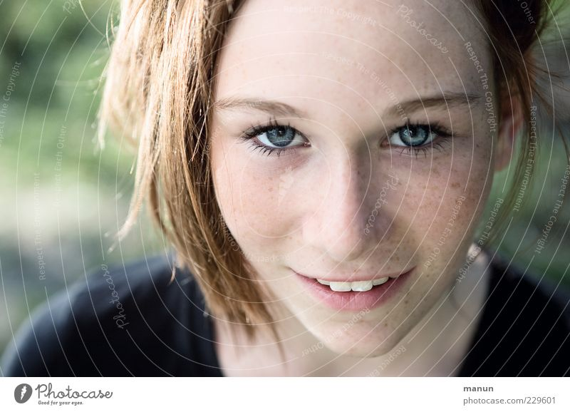 Look! Beautiful Skin Well-being Youth (Young adults) Face 1 Human being Observe Think Smiling Laughter Looking Authentic Brash Friendliness Happy Natural