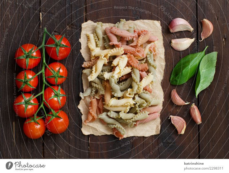 Whole wheat pasta, basil, tomatoes and garlic Vegetarian diet Diet Table Dark Fresh Brown Red Tradition cooking food health healthy Ingredients whole integrale