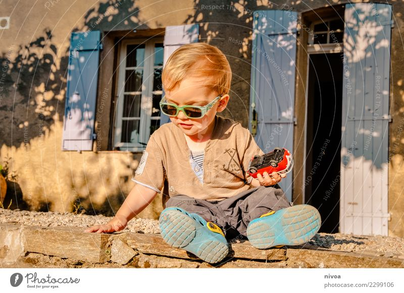 Car jam2 Leisure and hobbies Playing Child Human being Masculine Boy (child) Infancy 1 1 - 3 years Toddler Environment Beautiful weather Tree Garden