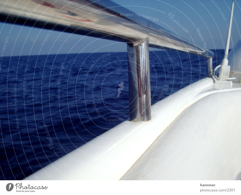 White Ocean Blue Watercraft Glittering Horizon Chrome