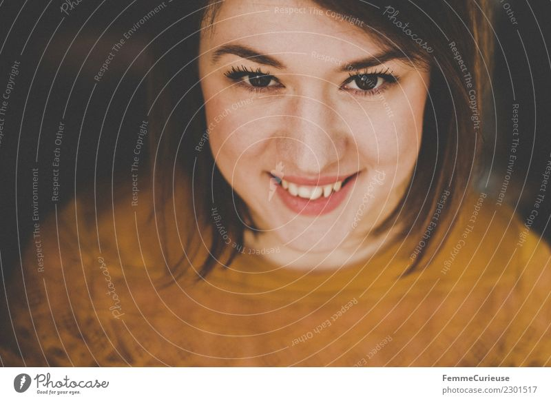 Portrait of a young smiling woman Lifestyle Elegant Style Beautiful Feminine Young woman Youth (Young adults) Woman Adults 1 Human being 18 - 30 years Smiling