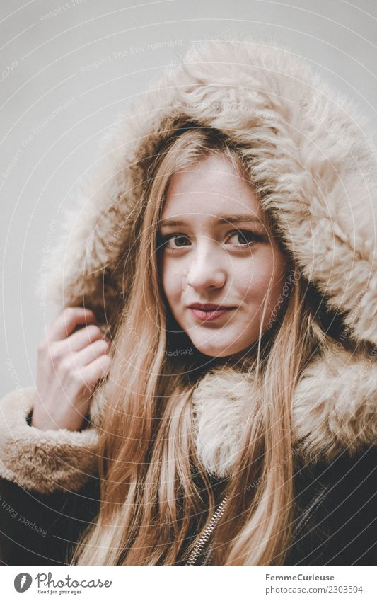 Young woman with fur hood Lifestyle Elegant Style Feminine Youth (Young adults) Woman Adults 1 Human being 18 - 30 years Beautiful Fur collar Hooded (clothing)