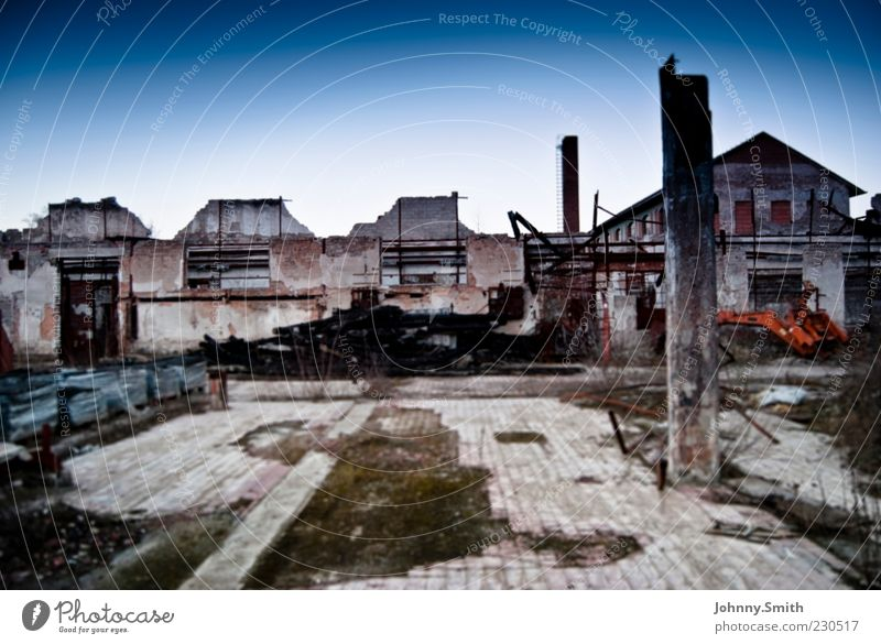 Villa de Ruine Small Town Deserted Building Dirty Calm End Destruction Colour photo Exterior shot Day Central perspective Decline House (Residential Structure)