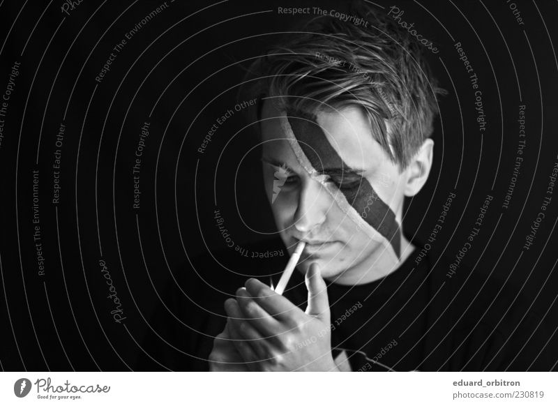 ziggy stardust Make-up Smoking Masculine Young man Youth (Young adults) Man Adults Head Hand 1 Human being 18 - 30 years Short-haired Painted Mask Cigarette