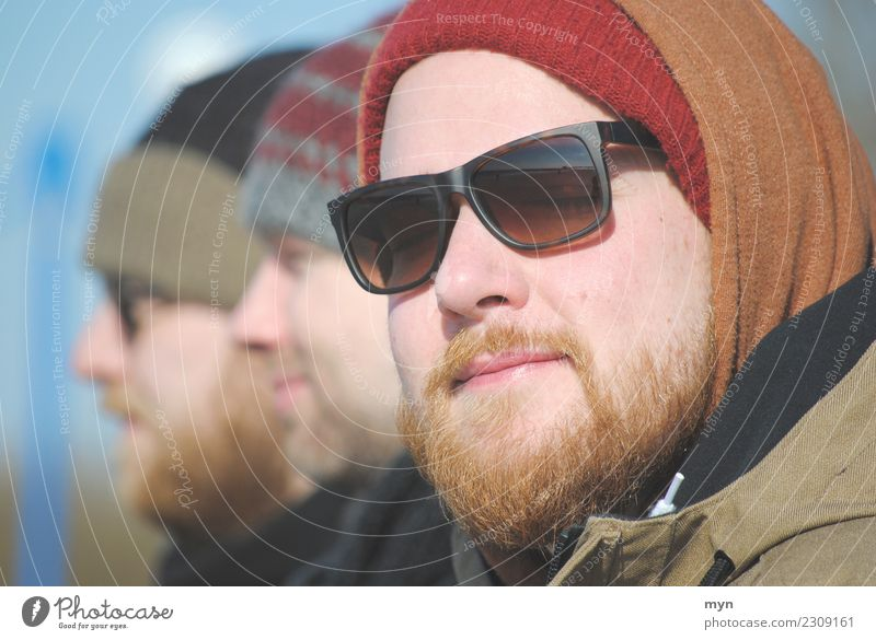 day at the sea Human being Masculine Young man Youth (Young adults) Man Adults 3 18 - 30 years 30 - 45 years Clothing Sunglasses Cap Red-haired Facial hair