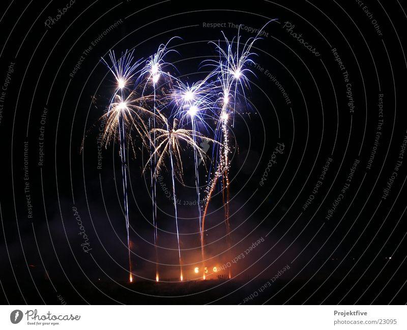 Black Feasts & Celebrations Blaze Star (Symbol) New Year's Eve Leisure and hobbies Firecracker Spark Shoot 2006 2008 2010 Bang 2009 2007 Pyrotechnics