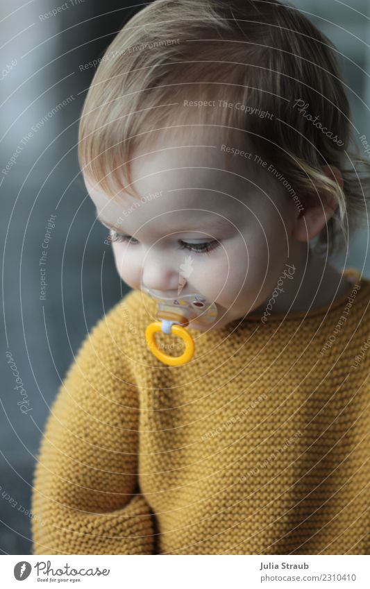 dummy Feminine Toddler Infancy 1 Human being 1 - 3 years Sweater Knitted sweater Blonde Short-haired Smiling Sit Curiosity Yellow Gray Serene Study Soother
