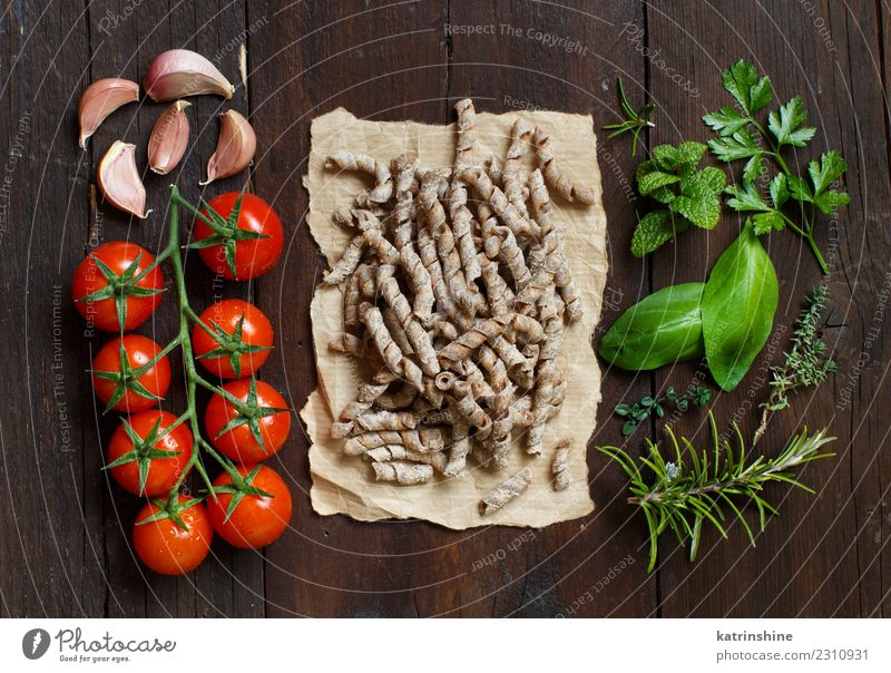 Whole wheat pasta, tomatoes, garlic and herbs Vegetarian diet Diet Table Leaf Dark Fresh Brown Green Red Tradition cooking food health healthy Ingredients whole