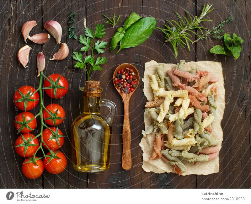 Tricolor pasta, vegetables, herbs and olive oil Vegetarian diet Diet Bottle Table Dark Fresh Brown Red Tradition cooking food health healthy Ingredients whole