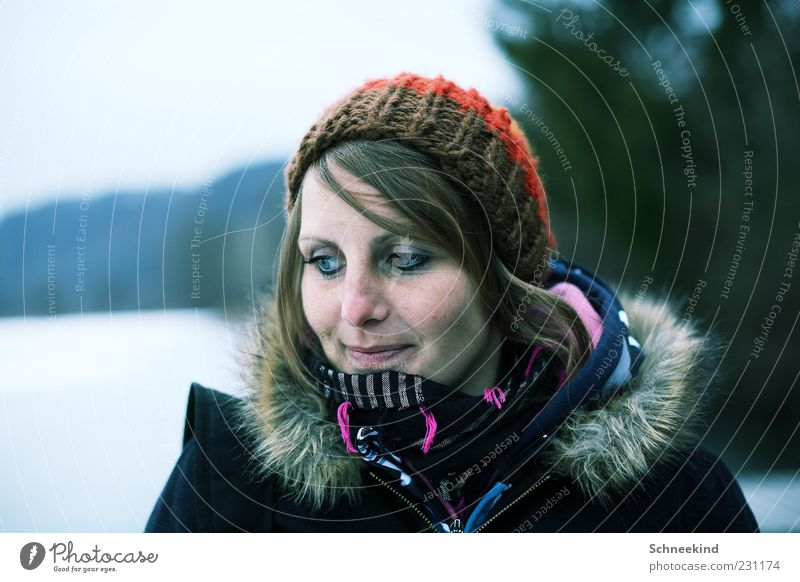Woman Human being Youth (Young adults) Winter Face Eyes Life Cold Feminine Hair and hairstyles Head Mouth Adults Nose Observe