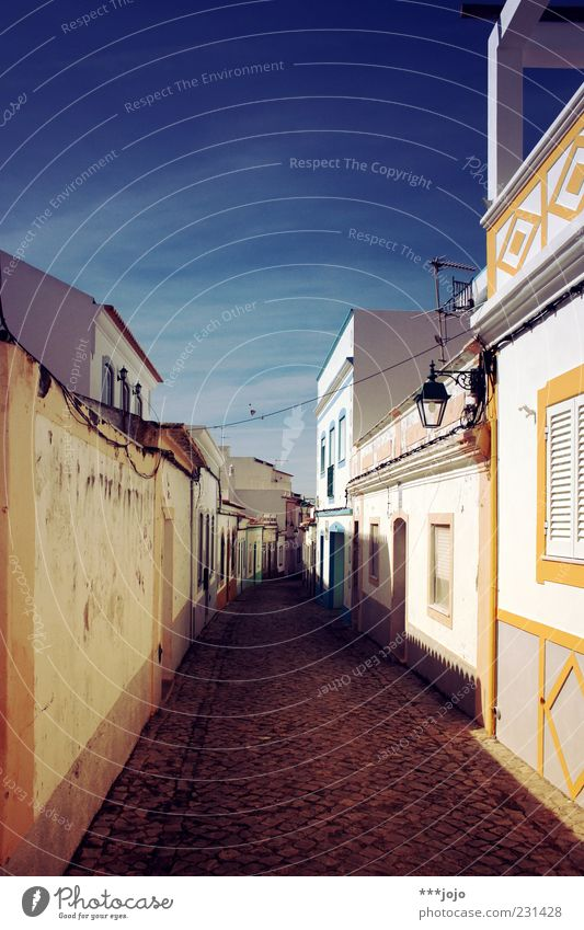 White City Vacation & Travel House (Residential Structure) Colour Lanes & trails Wall (barrier) Facade Village Cobblestones Street lighting Narrow Wanderlust Alley Paving stone Portugal