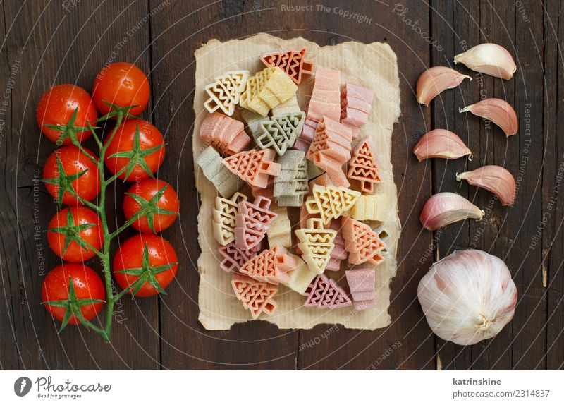 Tricolor fir tree shaped pasta, tomatoes and garlic Vegetable Vegetarian diet Table Fresh Red Tradition cooking food health healthy Ingredients Rustic wood