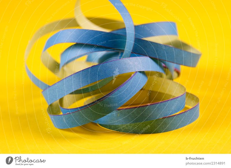 Carnival Air Serpent Paper Feasts & Celebrations Blue Yellow Joy Happiness Paper streamers Decoration paper snake Party Lust The fun-loving society Colour photo