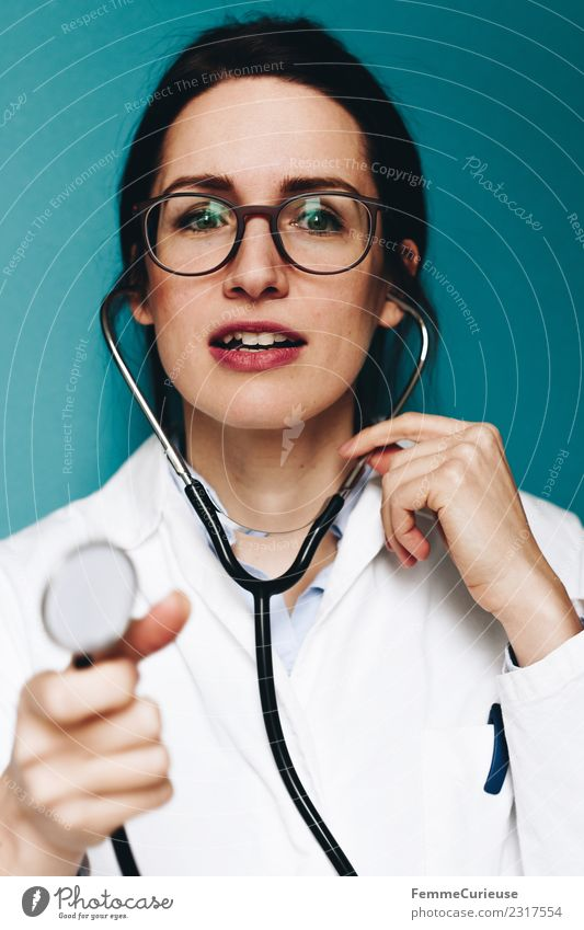 Female doctor with stethoscope talking to patient Work and employment Profession Doctor Feminine Young woman Youth (Young adults) Woman Adults 1 Human being
