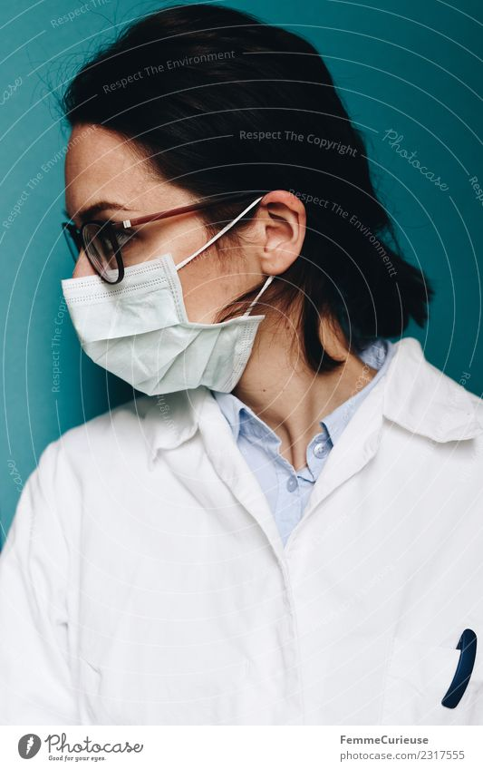 Female doctor with face mask and lab coat Work and employment Profession Doctor Feminine Young woman Youth (Young adults) Woman Adults 1 Human being