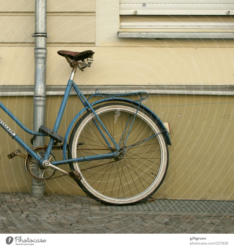 Old Blue Window Wall (building) Wall (barrier) Building Bicycle Facade Safety Simple Manmade structures Sidewalk Cobblestones Wheel Parking Paving stone