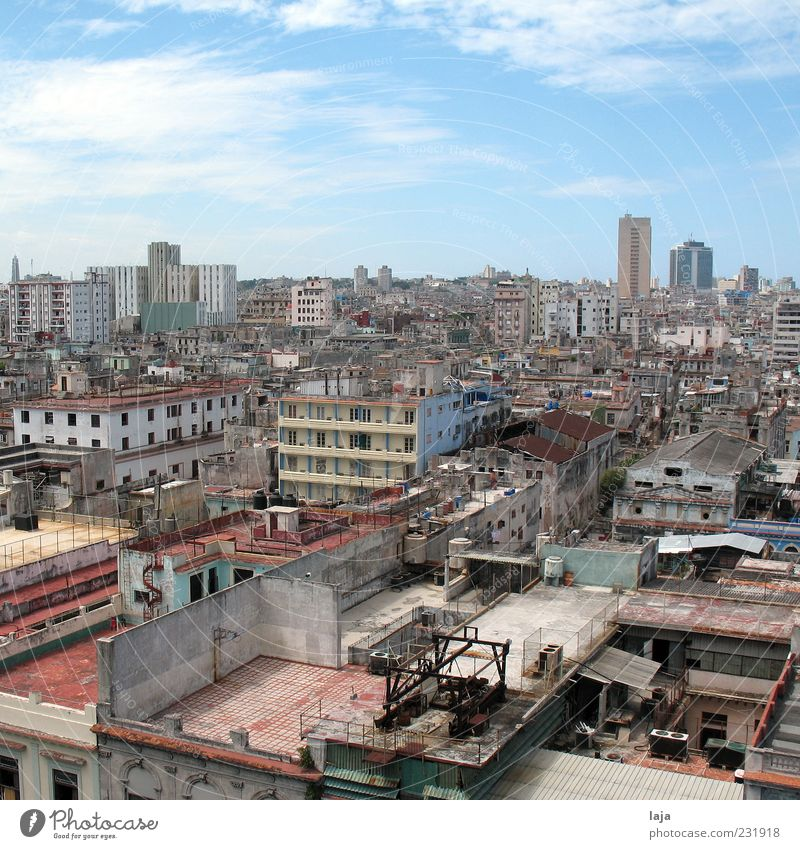 City Clouds House (Residential Structure) Far-off places Building Poverty High-rise Perspective Roof Manmade structures Beautiful weather Skyline Shabby Cuba