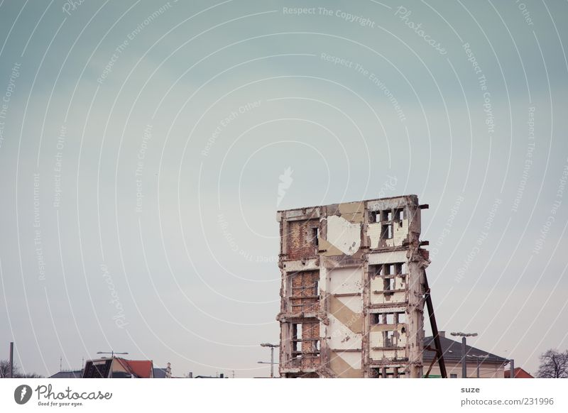 Sky City Clouds Environment Window Wall (building) Wall (barrier) Stone Facade Stand Broken Individual Change Construction site Transience Historic