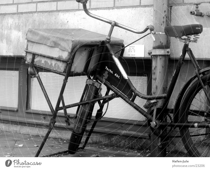 bicycle courier Bicycle Wall (building) Jack up Leisure and hobbies Old Black & white photo Logistics