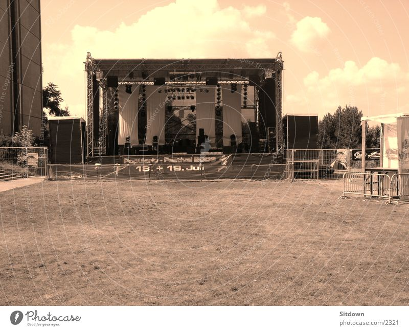 Meadow Field Transport String Stage Sepia Music festival