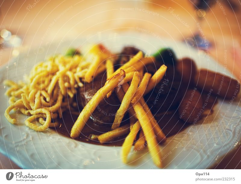 Nutrition Food To enjoy Vegetable Crockery Delicious Luxury Plate Meat Banquet Lunch Baked goods Dough Sauce French fries Pasta