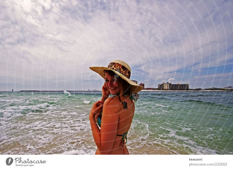 coneflower Beach Ocean Feminine Young woman Youth (Young adults) 1 Human being 18 - 30 years Adults Bikini Hat Rotate Joy Joie de vivre (Vitality)