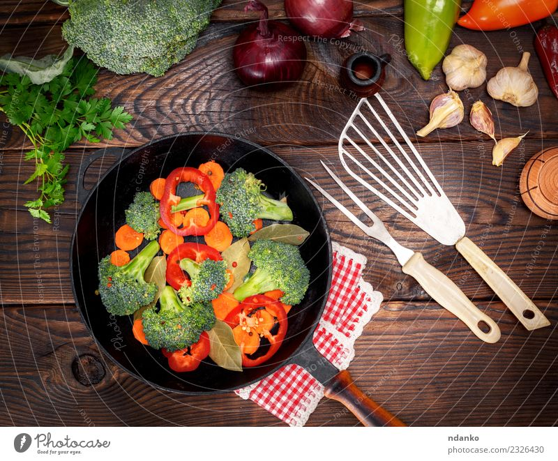 vegetables in a black round frying pan Vegetable Nutrition Eating Vegetarian diet Diet Pan Fork Table Kitchen Nature Plant Wood Fresh Natural Brown Green Red