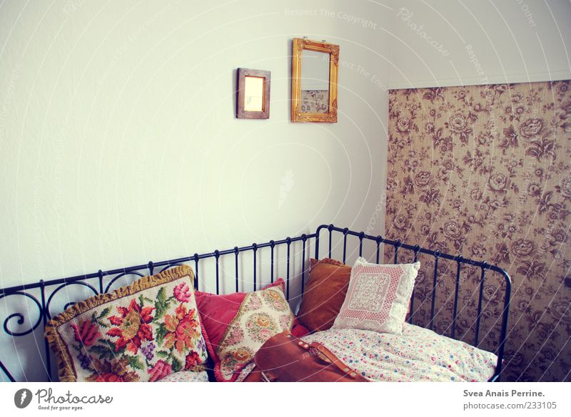 Wall (building) Wall (barrier) Bright Interior design Room Exceptional Lifestyle Retro Bed Soft Kitsch Mirror Bedclothes Wallpaper Lace Bag