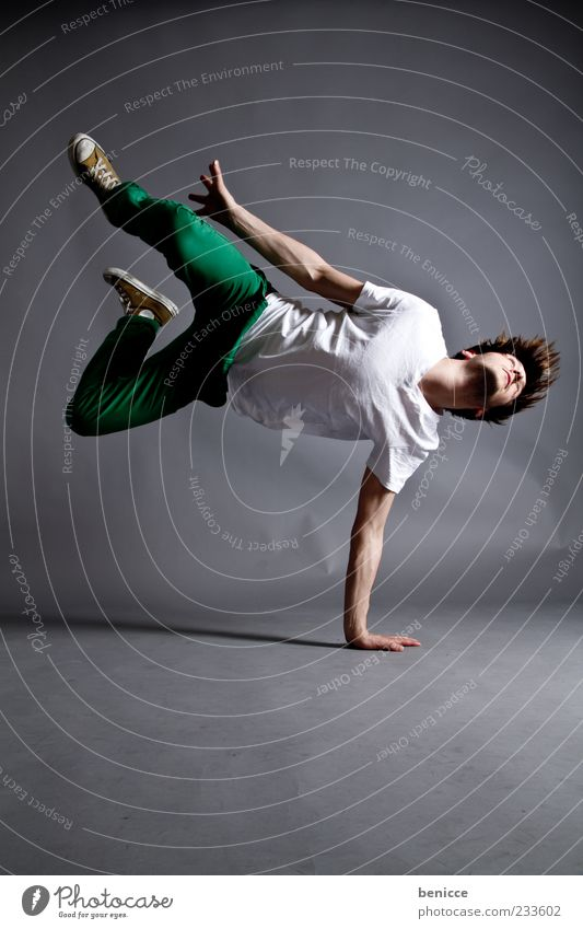 the dance Man Human being Jump Dance Dance event Breakdance Cool (slang) Studio shot Dark Movement Light Lighting Healthy Fitness Athletic Dancer