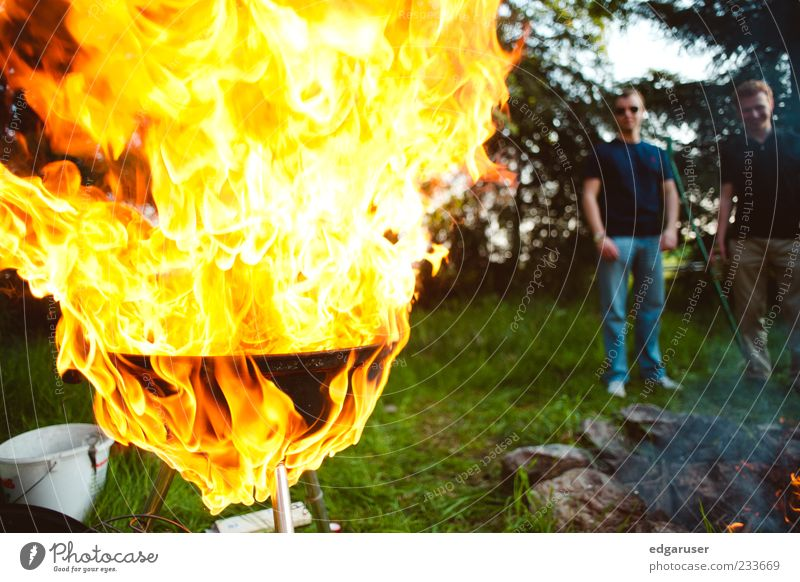 Man Red Relaxation Yellow Warmth Grass Garden Feasts & Celebrations Background picture Leisure and hobbies Blaze Stand Fire Observe Threat Drinking