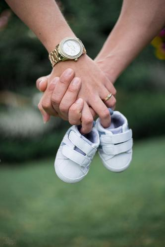 Family Human being Masculine Feminine Baby Parents Adults Family & Relations Hand 2 18 - 30 years Youth (Young adults) Jewellery Touch To hold on Together Gold
