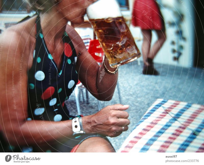 Woman Sit Drinking Beer Lady Beverage Alcoholic drinks Bavaria Anonymous Oktoberfest Glass Gastronomy Characteristic Beer garden Beer mug Food