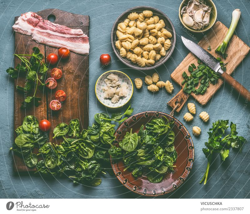 Gnocchi meal with spinach, tomatoes and bacon Food Nutrition Lunch Crockery Plate Bowl Style Design Table Kitchen Snowboard Cooking Food photograph