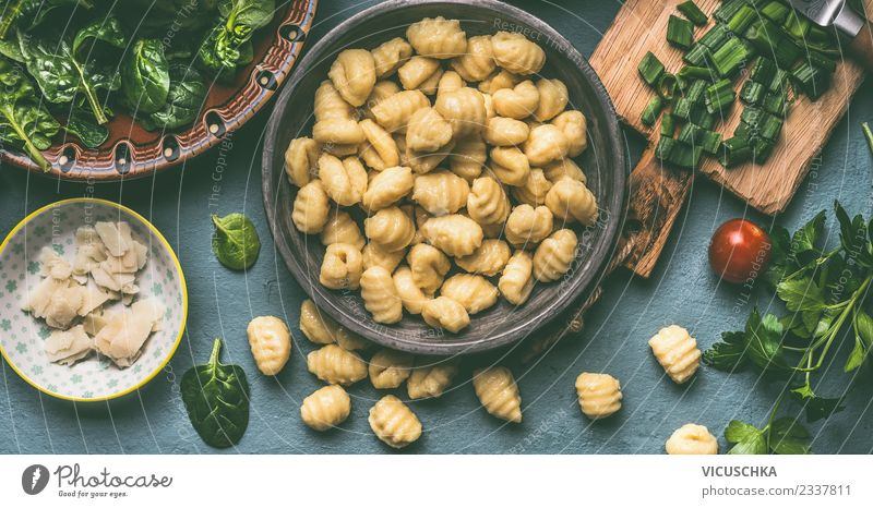 Gnocchi with spinach Food Nutrition Organic produce Vegetarian diet Diet Crockery Plate Bowl Style Design Healthy Eating Living or residing Table Kitchen