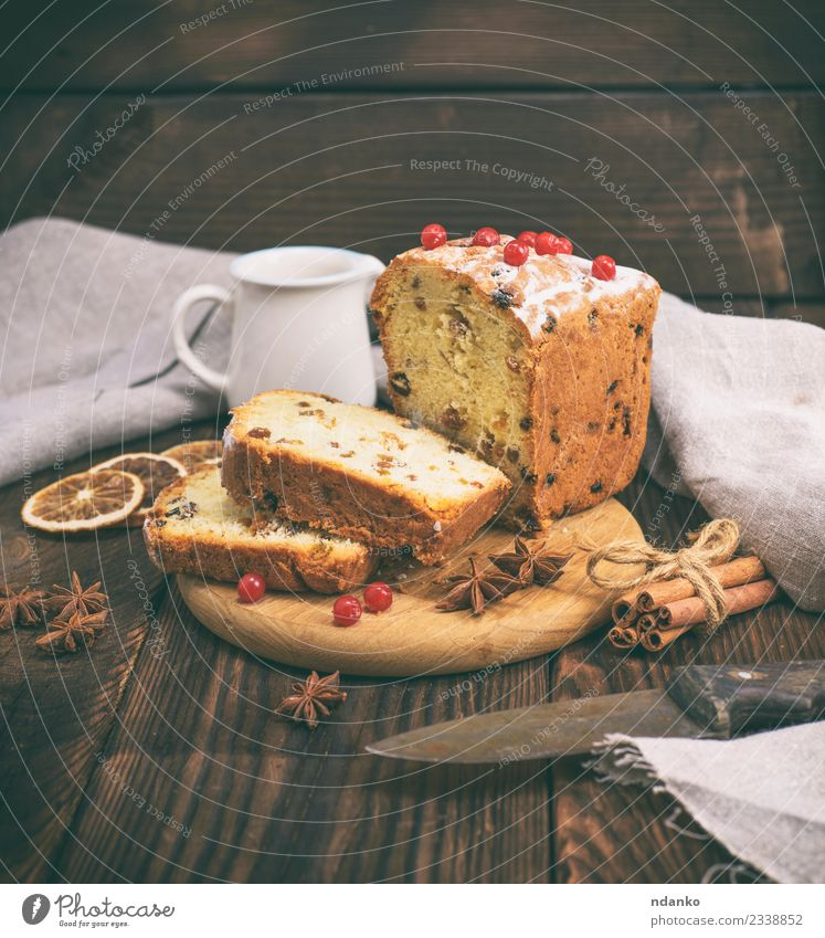 cake with raisins White Red Eating Wood Brown Fruit Kitchen Breakfast Tradition Dessert Bread Cooking Baked goods Knives Slice Rustic